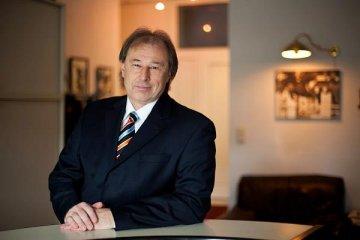 Dr. Frank Carlo Gruber